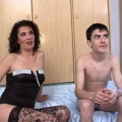 Lecciones de sexo de Zazel Paradise a nuestro tierno Jordi el niño polla en sus inicios en el porno