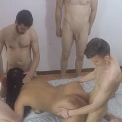Una gran leccion de sexo la que Tania y Davinia estan dando a nuestros chicos