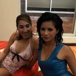 Kika y Laurita, de 18 y 21 años y ya presumen de ser las tías más cerdas de todo Colombia. Pero en FAKings vamos más allá y las rompemos el culo.