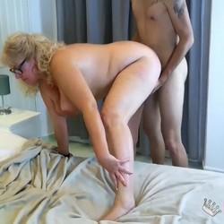 Señora Fina, de FIRST DATES a triunfar en el porno. Tiene 63 años y ha venido para quedarse.