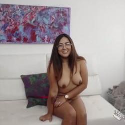 Andrea, harta de ser virgen de culo, acude a FAKings para que le hagamos uno nuevo.