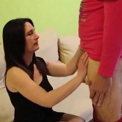 Natalia, lleva mucho en el paro y se le ocurre grabar porno para pagar al fontanero. PepePorn.com