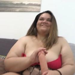 Nuevo CASTING en el que os presentamos a Ana BBW, brasileña con un colosal culo que podría detener un tren.